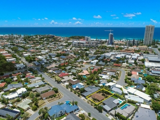 18 Joan St Burleigh Waters , QLD, 4220