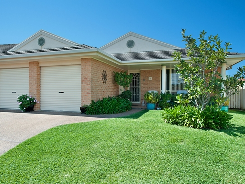 1/8 Caves Court Caves Beach, NSW 2281