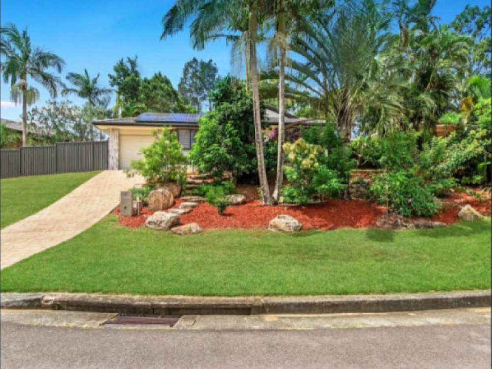 4 Edgeworth Place Helensvale, QLD 4212
