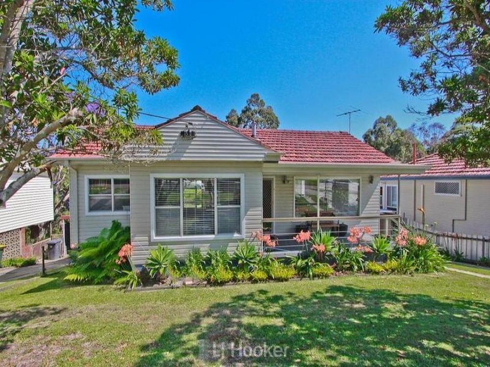 17 Hallvert Crescent Charlestown, NSW 2290