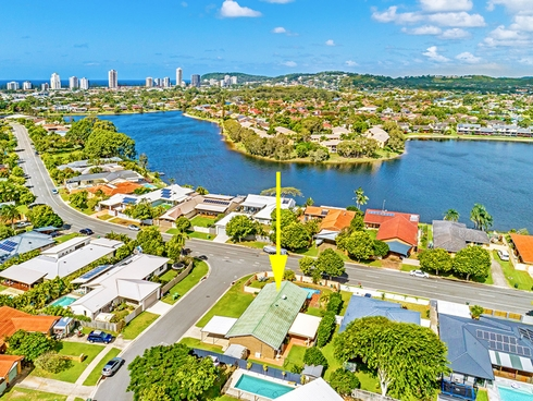 2 Falcon Court Burleigh Waters, QLD 4220