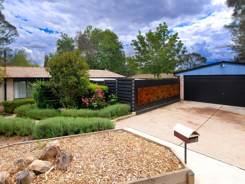 12 Bunker Place Charnwood, ACT 2615
