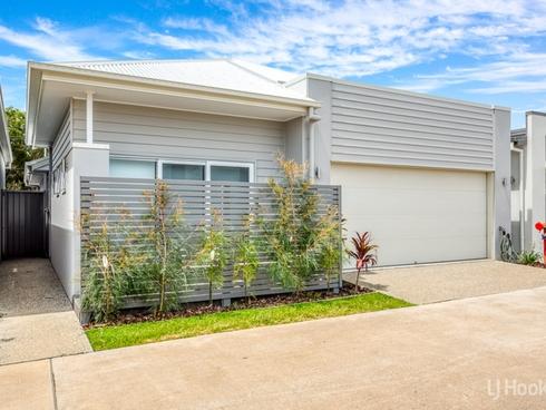 9/2 Spinnaker Drive Sandstone Point, QLD 4511
