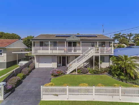 24 Woodlawn Drive Budgewoi, NSW 2262