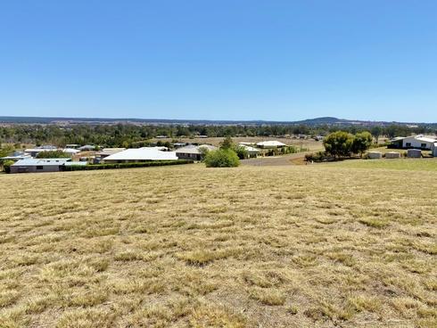 8 Crows Ash Crescent Kingaroy, QLD 4610