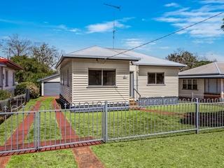 10 Rhyde Street Mount Lofty , QLD, 4350
