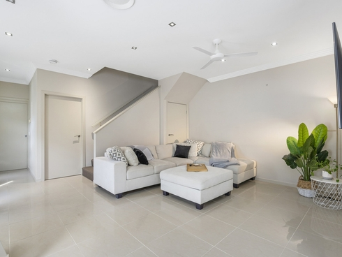 2/372 Pine Ridge Road Coombabah, QLD 4216