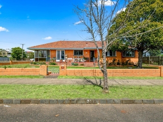 252a Campbell Street Newtown , QLD, 4350