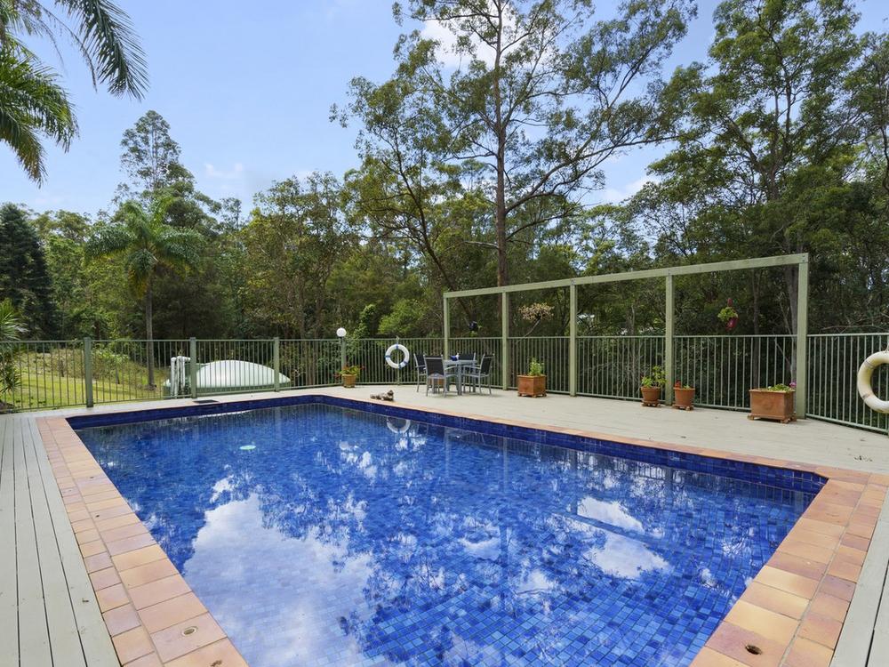 14 William Hollindale Court Worongary, QLD 4213