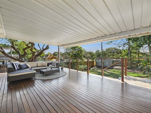 22 Bell Street Woody Point, QLD 4019