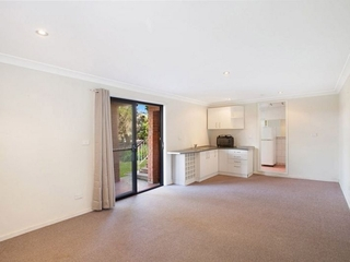 13 Valley View Road Bateau Bay , NSW, 2261